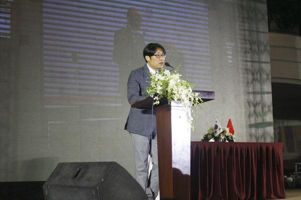 Dr. Choi Ji Jun – Đại diện của KCCS phát biểu tại Triễn lãm thẩm mỹ Hàn Quốc tại TP. Hồ Chí Minh