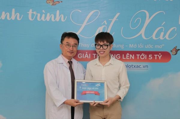 Chàng trai may mắn nhận giải nhất cuộc thi hành trình lột xác do Bệnh viện thẩm mỹ Kangnam tổ chức1