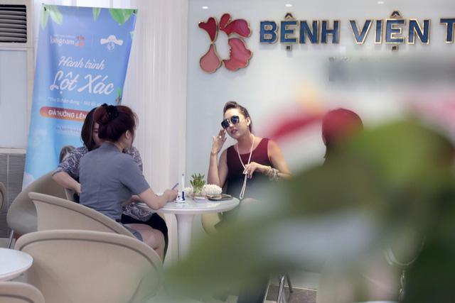 Hình ảnh Phi Thanh Vân tới Bệnh viện thẩm mỹ Kangnam được phóng viên báo Kênh 14 chụp lại - nguồn kenh14.vn1
