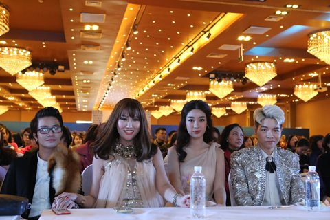 """Khách mời và dàn Sao """"khủng"""" Đức Phúc, hoa hậu Đỗ Mĩ Linh, hoa hậu Phi Thanh Vân ....đã có mặt từ sớm để chúc mừng khai trương Kangnam"""