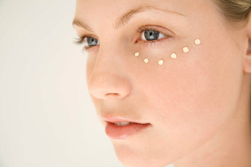 cách làm giảm nếp nhăn vùng mắt