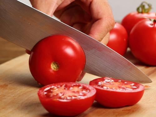 hết mụn bằng cà chua