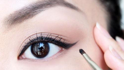 mắt to mắt nhỏ có chữa được không