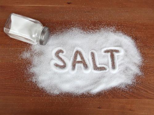 chữa mụn bằng muối