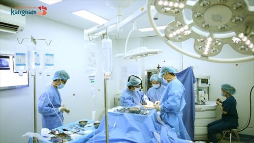cắt tuyến vú phụ ở nách