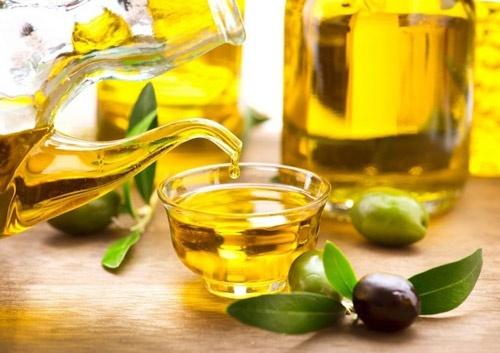 massage ngực bằng dầu dừa