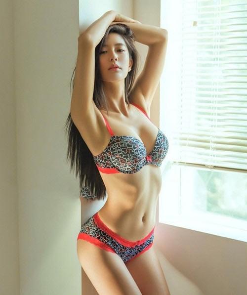 ngực phải to hơn ngực trái