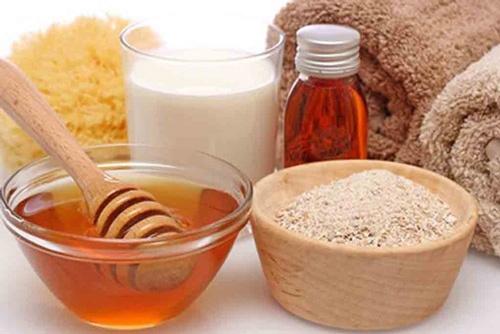 tắm trắng bằng bột cám gạo và mật ong