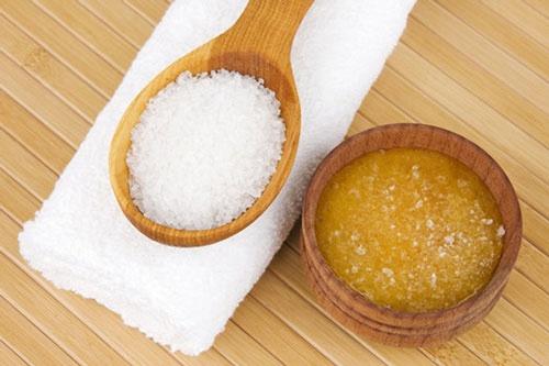 cách làm trắng da bằng mật ong và muối