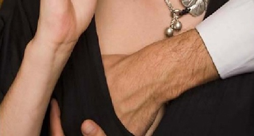 con trai thích sờ ngực con gái