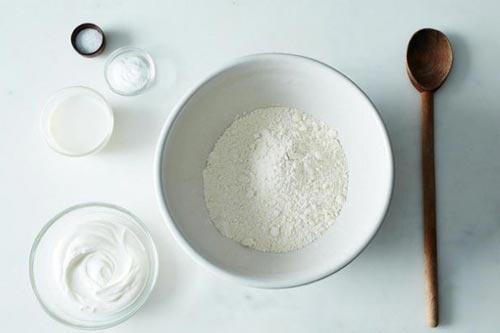 làm trắng da bằng bột mì và mật ong