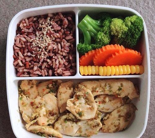 ăn gạo lứt với thịt có giảm cân không