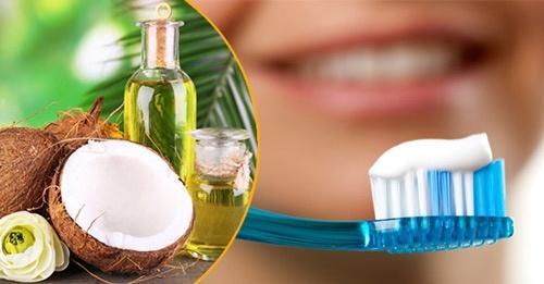 cách trị môi thâm bằng kem đánh răng