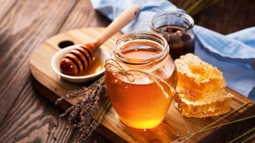 cách trị thâm đầu gối bằng mật ong