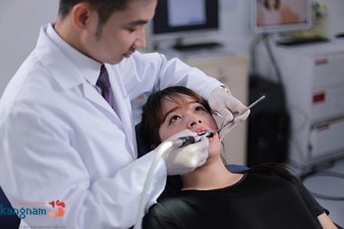 lợi chân răng bị đen