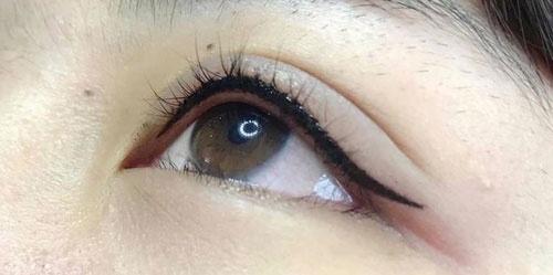 phun mí mắt có đau không