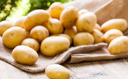 trị thâm mụn bằng khoai tây