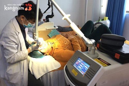 trị viêm lỗ chân lông ở thẩm mỹ viện